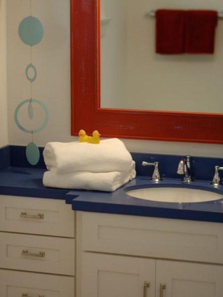 kid bathroom poutine
