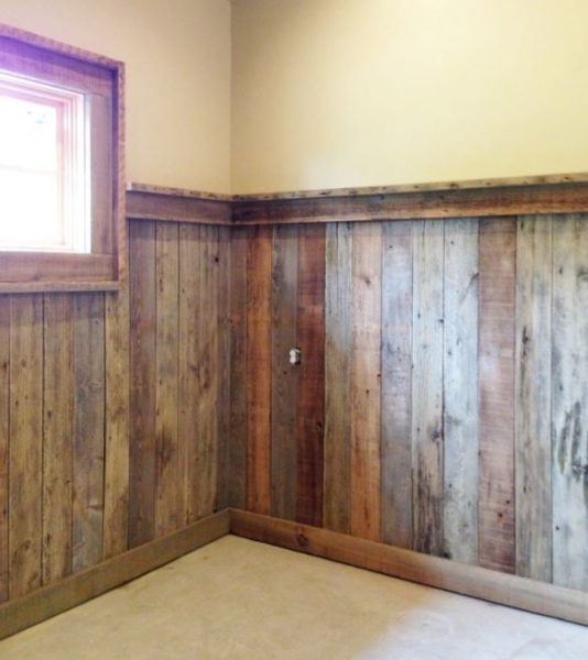 wainscoting in style
