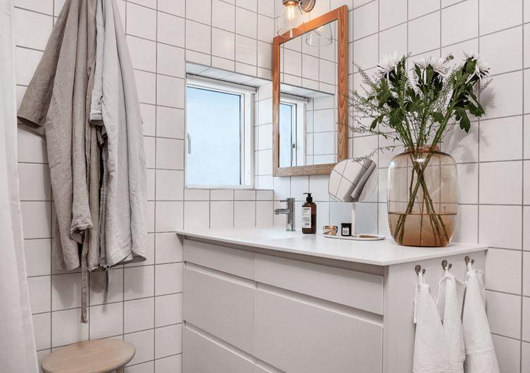 A simple bathroom