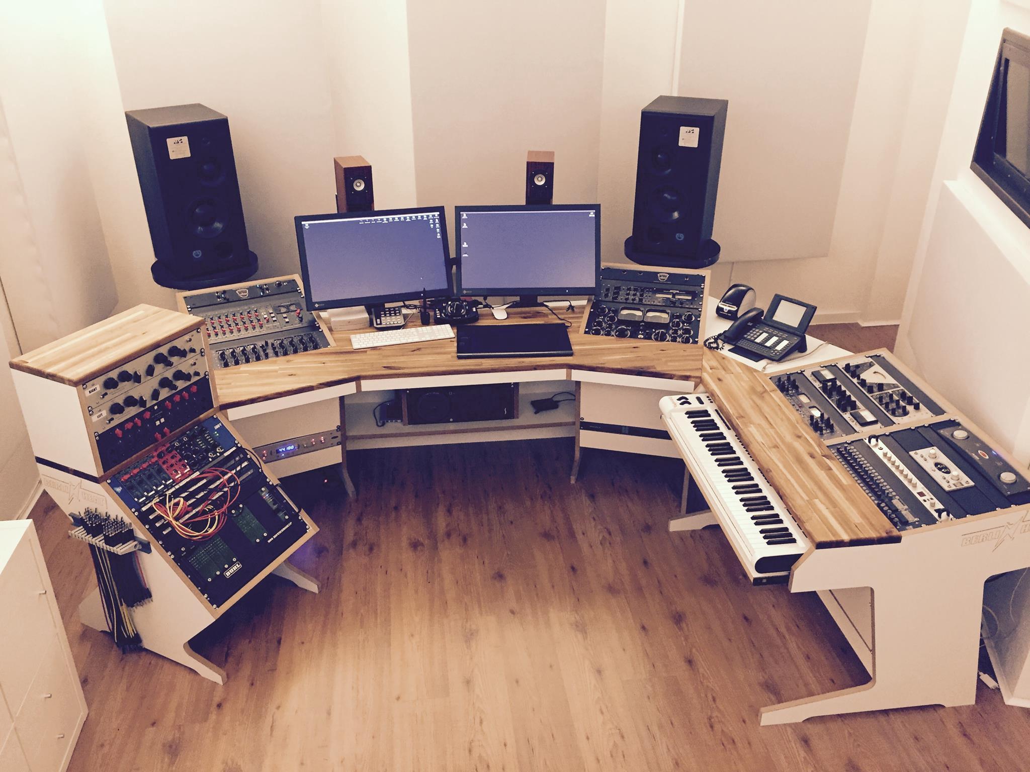7 Diy Studio Desk Plans For The Coolest